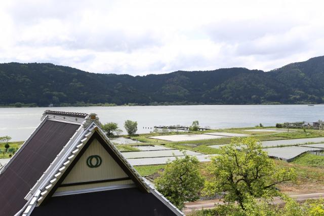 s_余呉湖と田園風景